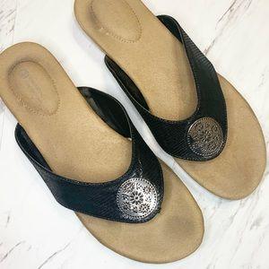 • Gianni Bernini Dressy Flip Flop Sandals 9.5 •